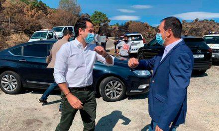 El vicepresidente de la Comunidad de Madrid, Ignacio Aguado vista Robledo tras el incendio